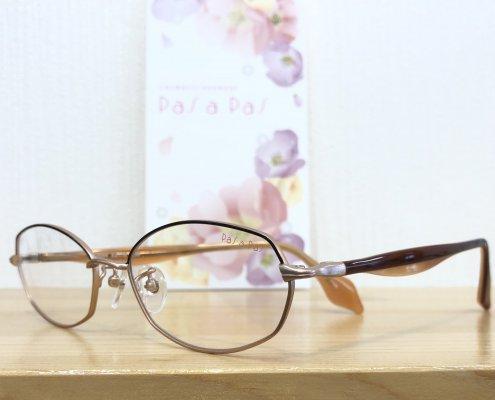 1本のメガネで室内と屋外