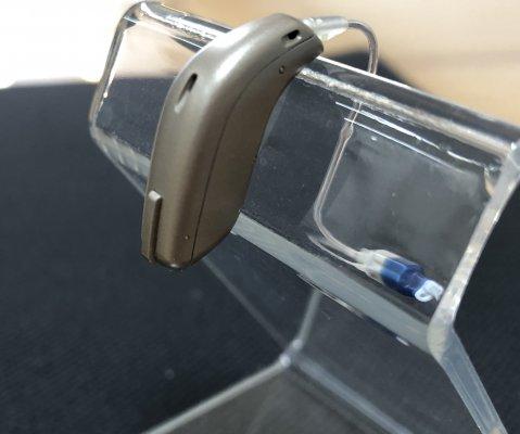 補聴器のボリューム調整