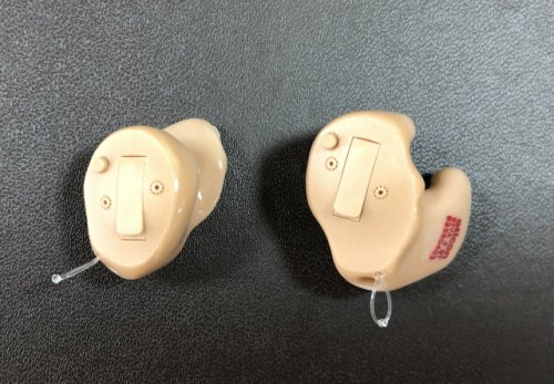 補聴器 耳あなの形状で大きさが異なる